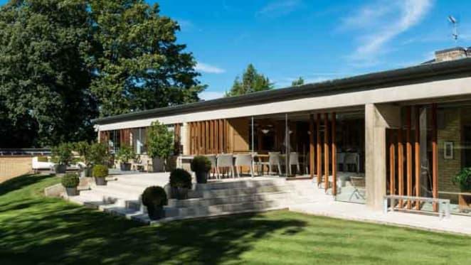 Jørn Utzon designer 1962 Hertfordshire home offering