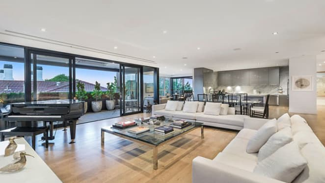 Kevan Gosper lists South Yarra trophy apartment