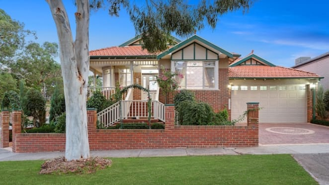 South Morang trophy home sale sets new suburb record