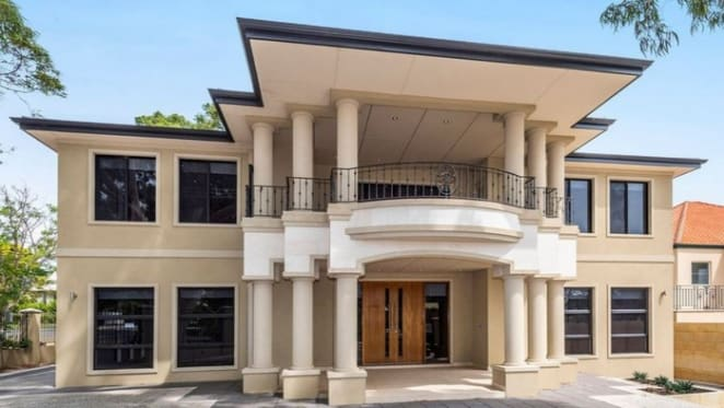 Applecross, WA mortgagee mansion sold for $2.5 million under original asking price
