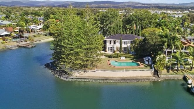 Late show girl Simone Troy's Gold Coast home Rondalay sold to Tasmanian buyers