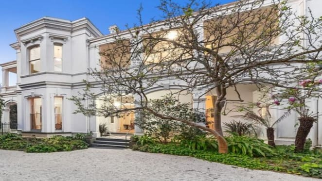 Toorak trophy Carmyle, one of the suburb's first homes, hits the market
