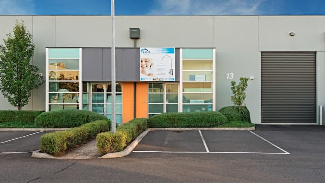Commercial property in Melbourne's Cheltenham expected to sell above $570,000