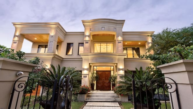 Clive Palmer spends $4.6 million on Applecross trophy home