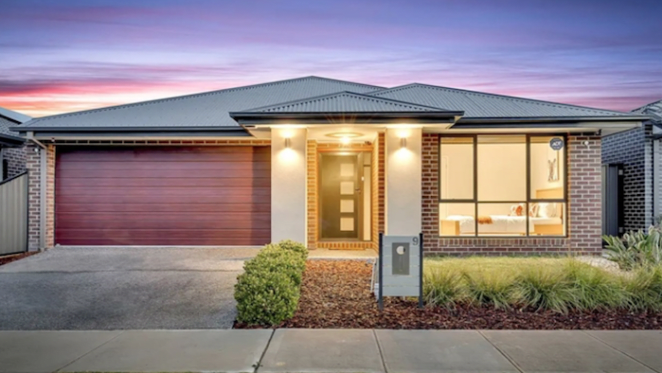 Melbourne real estate open for business as online auction nets buyer already