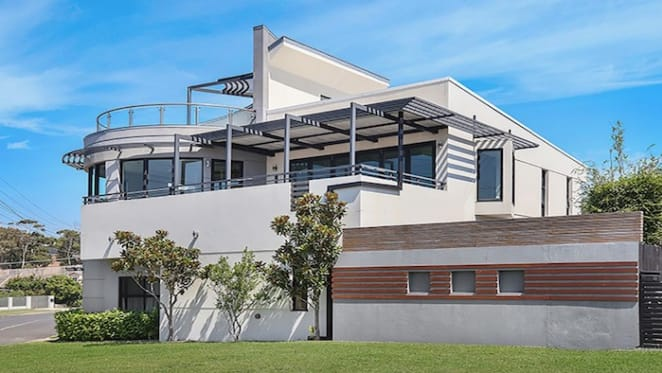Celebrity chef Pete Evans and wife to lease former Malabar home
