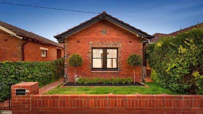 Carlton recruit Aaron Mullett secures $1.011 million after pre-auction offers for Flemington home