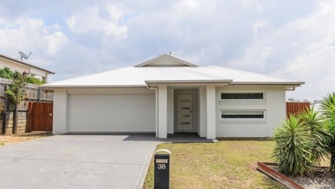 Home south of Gladstone sold by mortgagee for $255,000