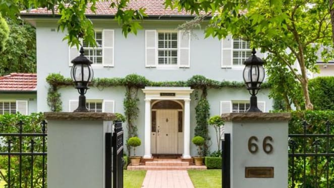 Former chief justice Murray Gleeson buys back into Pymble