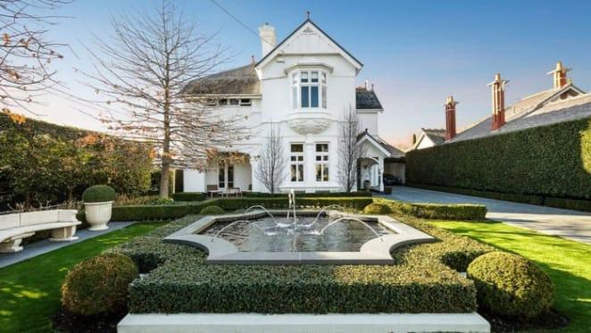 Glenlee, Moonee Ponds trophy home listing with Paul Bangay gardens