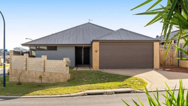 Halls Head, WA mortgagee home sold for $130,000 below initial asking price