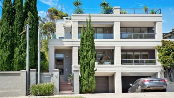 Jennifer Hawkins's former Coogee home pulled form auction