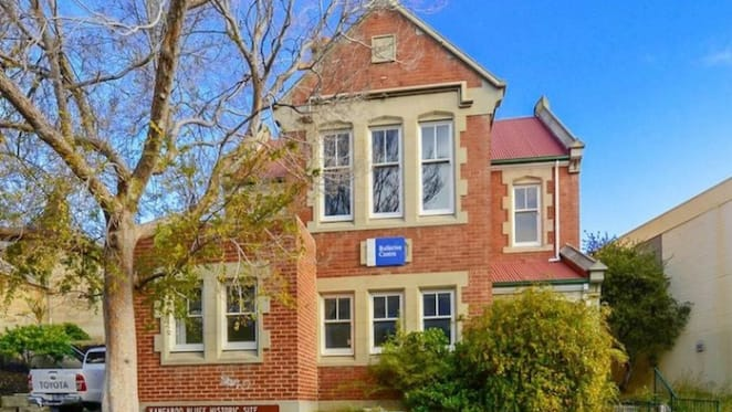1930s building in Hobart fetches $910,000 at auction