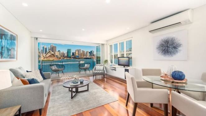 Edgewater, Kirribilli unit once owned by late king of television Graham Kennedy sold for $3.35 million.