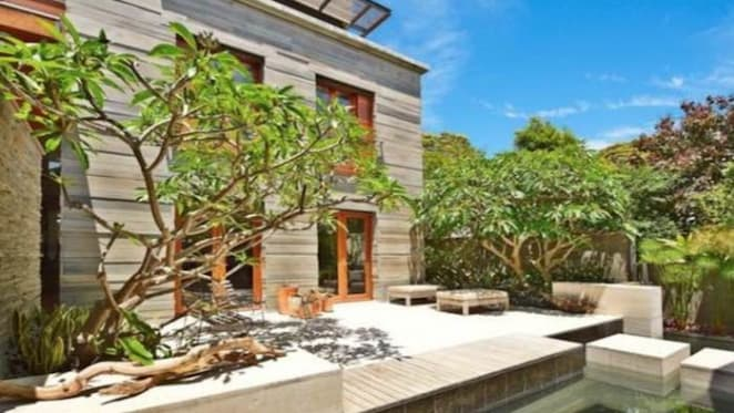 Industrie fashionista Nick Kelly lodges legal claim over harbourfront home in Vaucluse