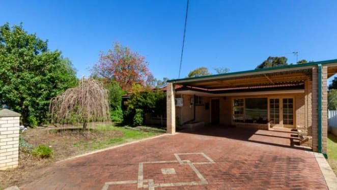 Kelmscott, WA mortgagee home asking price reduced $150,000 and under offer