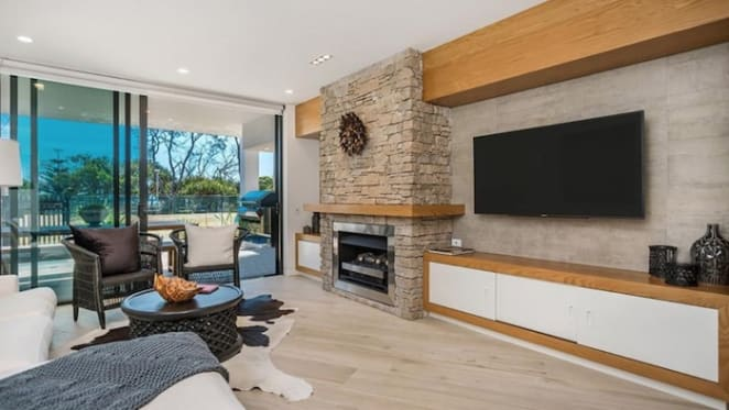 Australia's first full globetrotter Gaby Kennard sells Woolloomooloo Wharf apartment