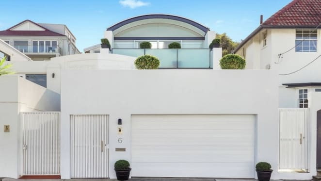 Pre-auction Tamarama sale tops weekend auctions