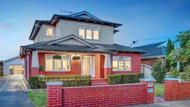 Women's AFL pioneer Debbie Lee lists Pascoe Vale home