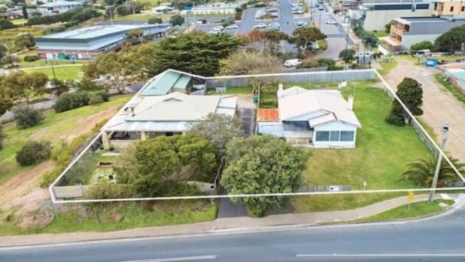 Billionaire Lindsay Fox buys another commercial holding in Sorrento