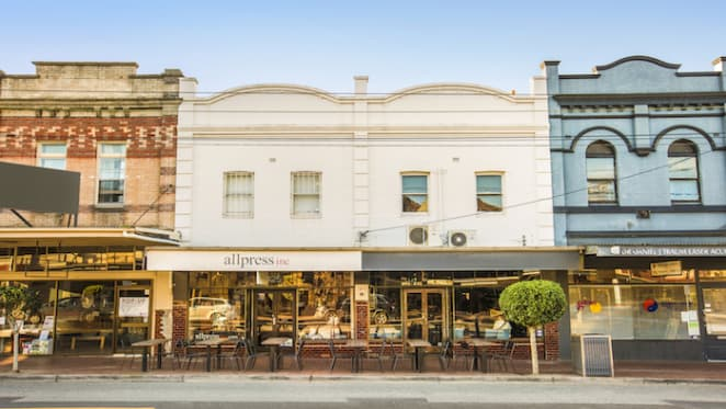 Double-fronted retail freehold in inner Melbourne fetches above $3 million at auction
