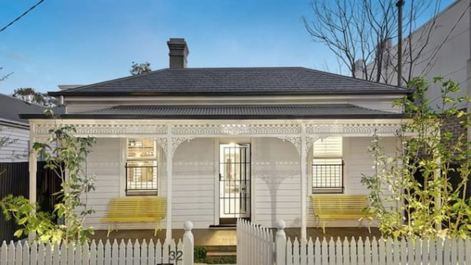 Melbourne hands reins to Canberra as weekend auction success rate weakens in gallop to list