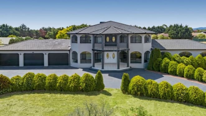 Six bedroom Narre Warren North home sold under mortgagee hammer