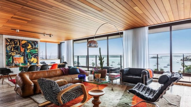 $1 million discount secures Elizabeth Bay penthouse sale