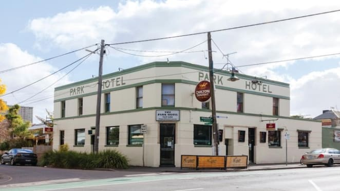 Pub in Melbourne's inner suburb fetches $3.18 million, well above reserve