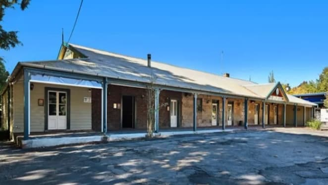 One of NSW's oldest pubs in Picton changes hands