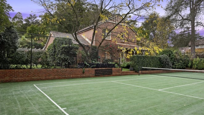 Wallaby legend Stirling Mortlock sells at Pymble