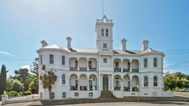 Queenscliff's iconic 'Hotel Q' up for sale