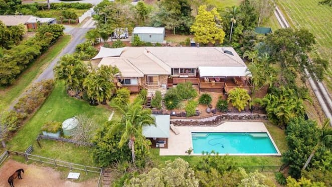 Departed Seven sports presenter Simon Reeve lists Queensland home