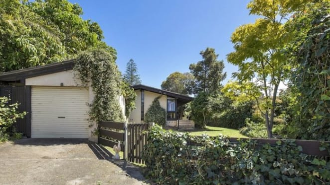 Mortgage broker Lizzie Buttrose lists Vaucluse home