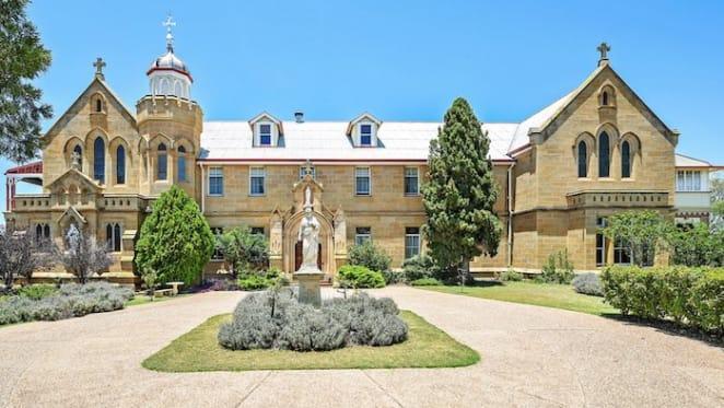 Warwick, Centennial Park sells pre-auction