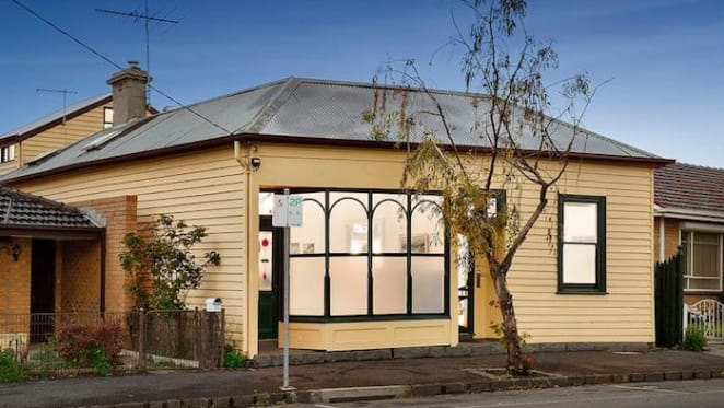 Williamstown lolly shop fails to sell in pre-Christmas rush to auction