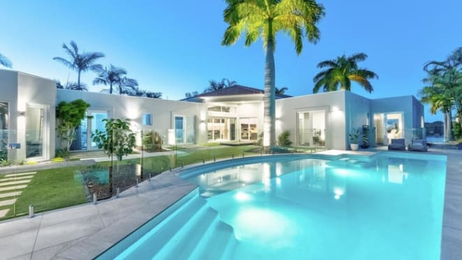 Property guru Andrew Winter fails to sell Sanctuary Cove home