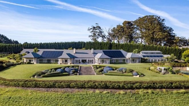 Chinese buyers set fresh Avoca record with Scotsburn purchase from Knox family