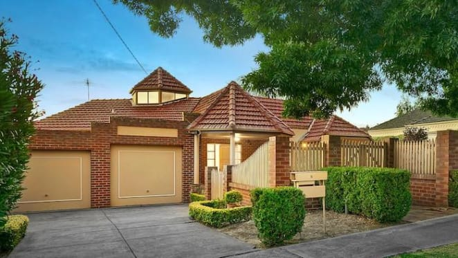 Balwyn North three bedroom house sold at auction for $2.3 million