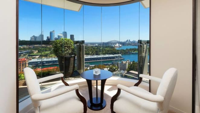 Comedian Carl Barron snappily sells Potts Point apartment