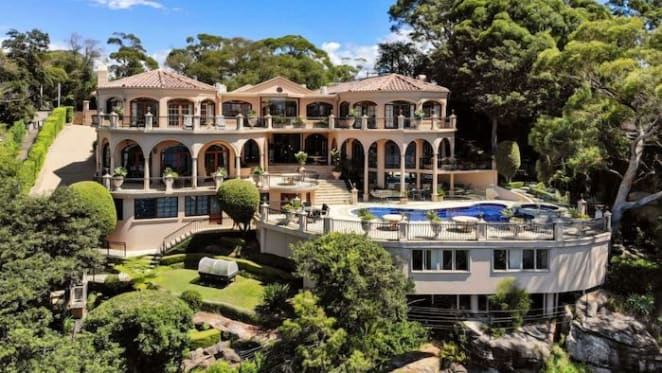 Tasmanian trophy home overlooking The Bay of Fires listed at $1.75 million