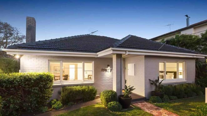 Brighton bayside trophy home remains listed for sale