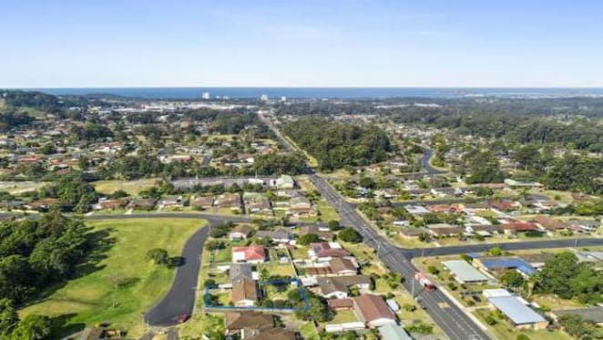 The higher the suburb median price, the lower the expected yield in Coffs Harbour: HTW residential
