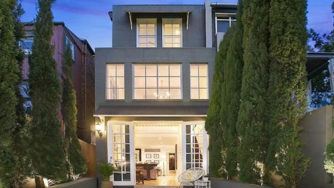 Outgoing Sydney Swans chief executive Andrew Ireland sells Centennial Park home