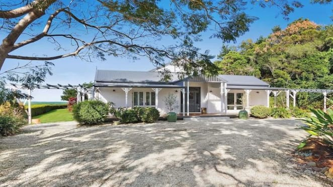 KPMG executive Jon Adgemis sells at Byron Bay