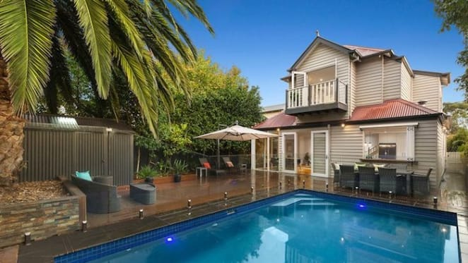 Comedian Lawrence Mooney takes a small loss in Elsternwick weekend auction