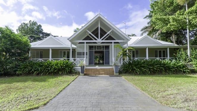 Lizzie Buttrose settles on Port Douglas home