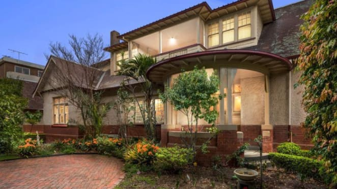 Fairfax, St Kilda's 1915 trophy home passed in without bid
