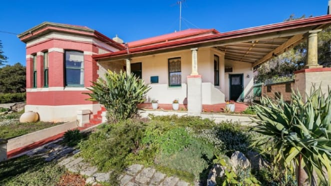 Fremantle trophy home with historic connections to go under the hammer