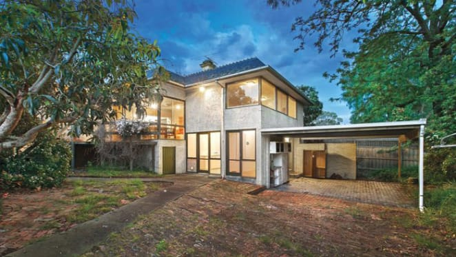No downside as Hawthorn home on a slope sells for $3.75m
